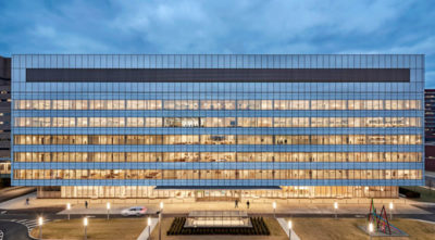 MERIT AWARD - COMMERCIAL/INSTITUTIONAL: The Cleveland Clinic, Taussig Cancer Center | William Rawn Associates, Architects, Inc. & Stantec Architecture